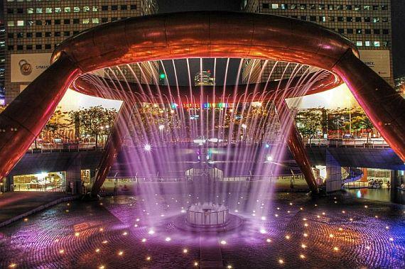 Фонтан с лазерным шоу в Сингапуре