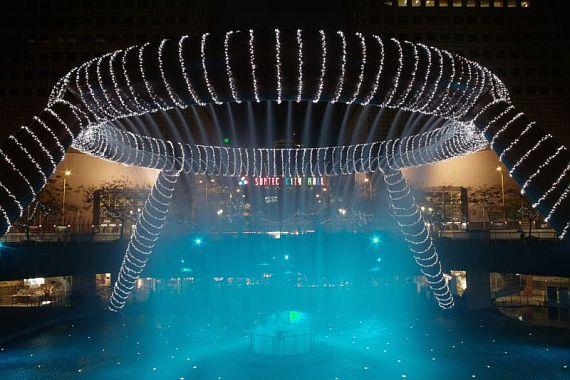 Фонтан в Сингапуре, приносящий богатство