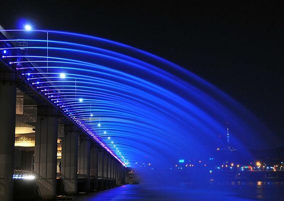 Красивый мост фонтан Банпо