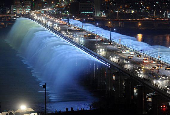 Мост Банпо в Сеуле - красивый мост фонтан
