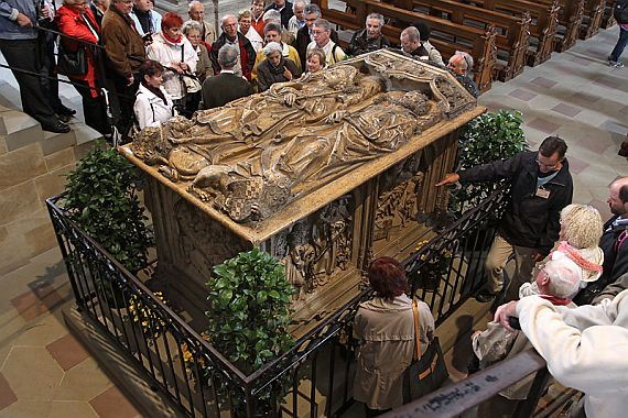 гробница Папы Клеменса II в Бамбургсом соборе
