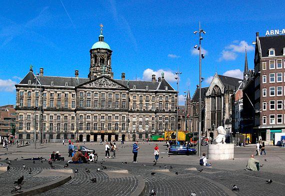 Королевский дворец в Амстедаме на площади Дам.