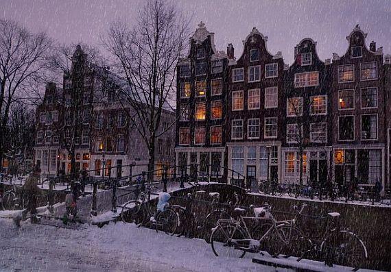 Снег в Амстердаме