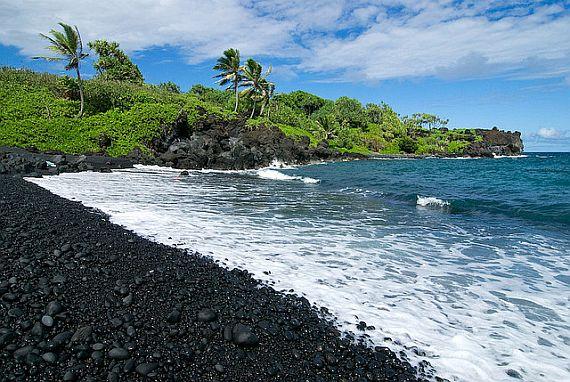Черный пляж Вайанапанапа