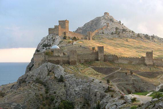 Генуэзская крепость фото