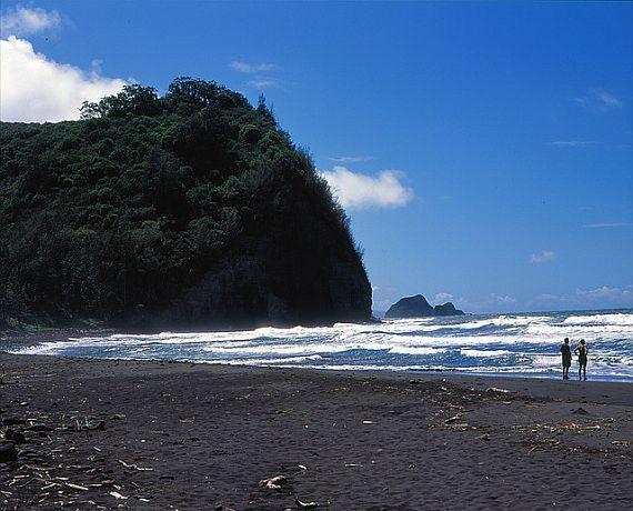Пляж в долине Пололу на Гавайях