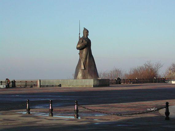 Памятник Буденовец