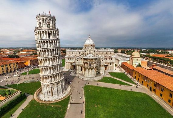 Пизанская башня в городе Пиза