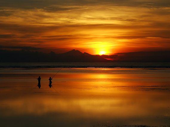 Закат на пляже Санура остров Бали