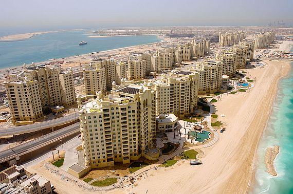 Дубай. Дома и рядом пляж