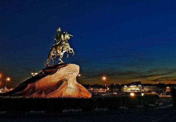 Памятник Петру I на Сенатской площади