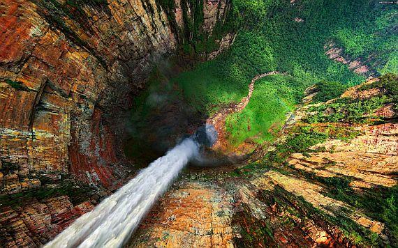 Водопад Дракон в Венесуэле