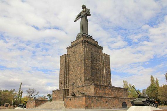 Монумент героям