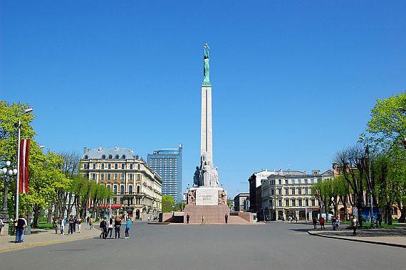 Статуя Свободы в Риге