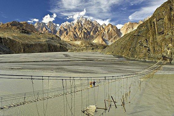 Мост Хуссаини в Пакистане
